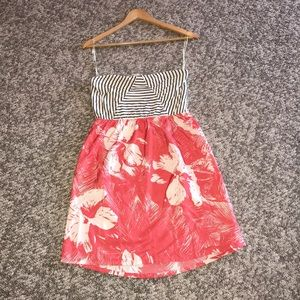 Dresses & Skirts - NWOT Roxy strapless sundress